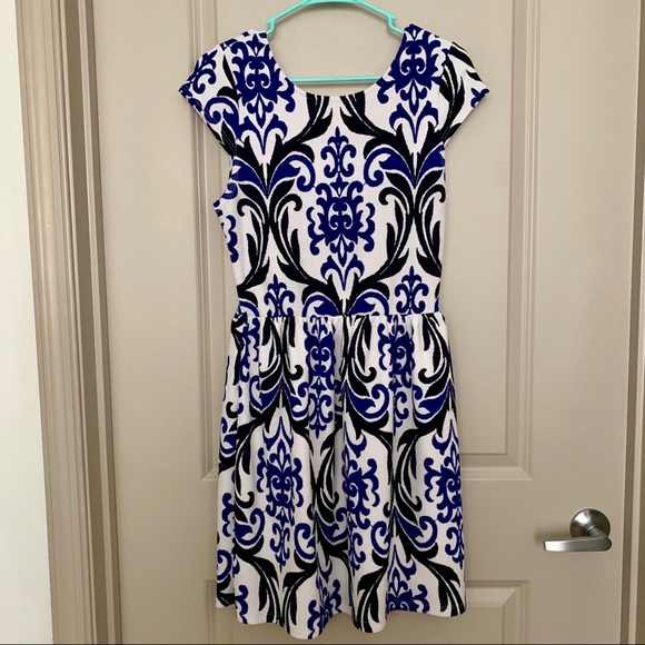 Everly Dresses & Skirts - Everly Cap Sleeve Dress